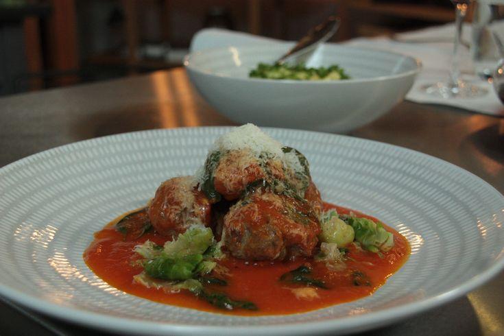 Hellstrøms kjøttboller i tomatsaus med potetstappe