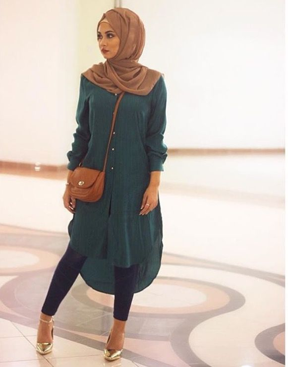 Chiffon hijab styles, with a long tunic dress over leggings with gold shoes