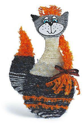 Шесть портретов кошек_Мягкая и пушистая Обмотай фигурку и хвостик нитками разных цветов, для чего густо смазывай небольшие участки основы клеем ПВА. Нарежь несколько ниток длиной 35-40 см.  Сложи их пополам, завяжи узелок и сплети косу