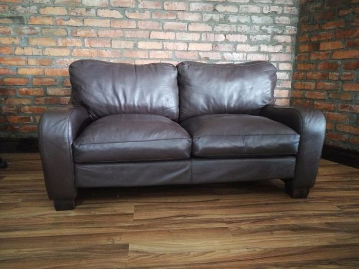 STUNNING Weylandts Genuine Leather Couch for sale in Milnerton Ridge - Very Good Condition