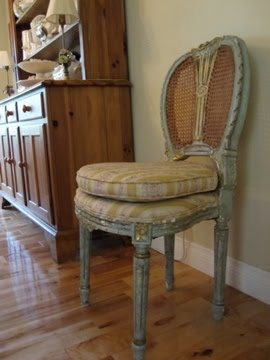Antique pair of chairs in the dining room:  Boards, Dining Rooms, Dining Table, Mi Casa, Antiques Pairings, Ideal Home
