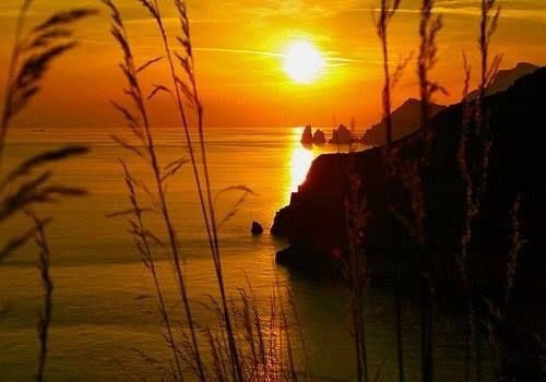Un luogo magico colori spettacolari un atmosfera unica........ Capri la base di ispirazione per la collezione Dea Sandals Capri. www.deasandals.com