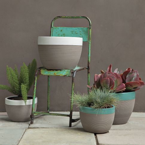 Diy paimt dipped planters.
