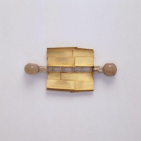 By Herbert Fischer. 1973. Gold 750/ooo, 2 indische Mondsteine. Women's Jewelry - http://amzn.to/2j8unq8