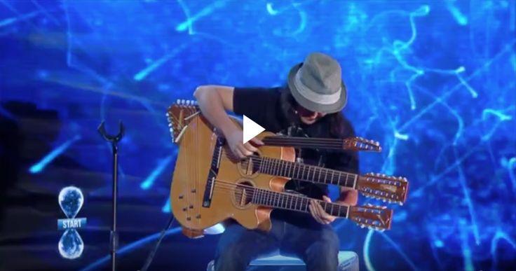 Il musicista Paolo Schianchi e la sua chitarra con 49 corde conquistano i giudici di Tù Sì Que Vales e gli Stati Uniti. [Video]