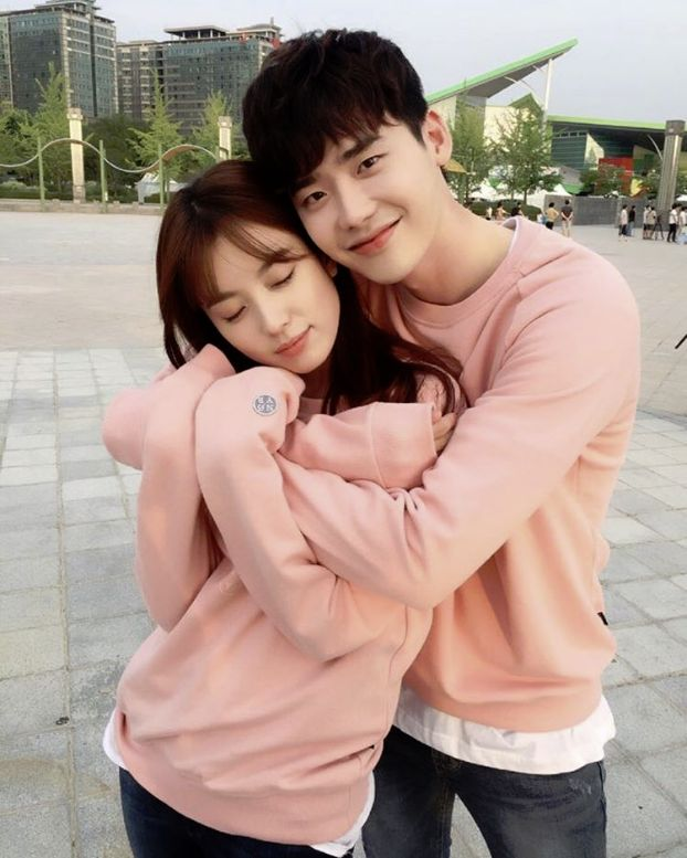 Lee Jong Suk Shows How Excited He Is for 'W' to Air with Han Hyo Joo | Koogle TV
