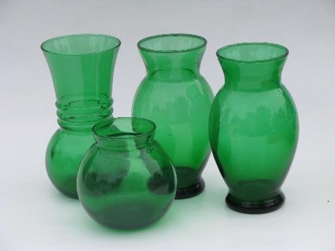 Forest green glass vases - vintage Anchor Hocking glassware via laurelleaffarm.com
