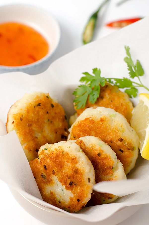 Best 25 fish cakes recipe ideas on pinterest baked fish for Baked fish cakes