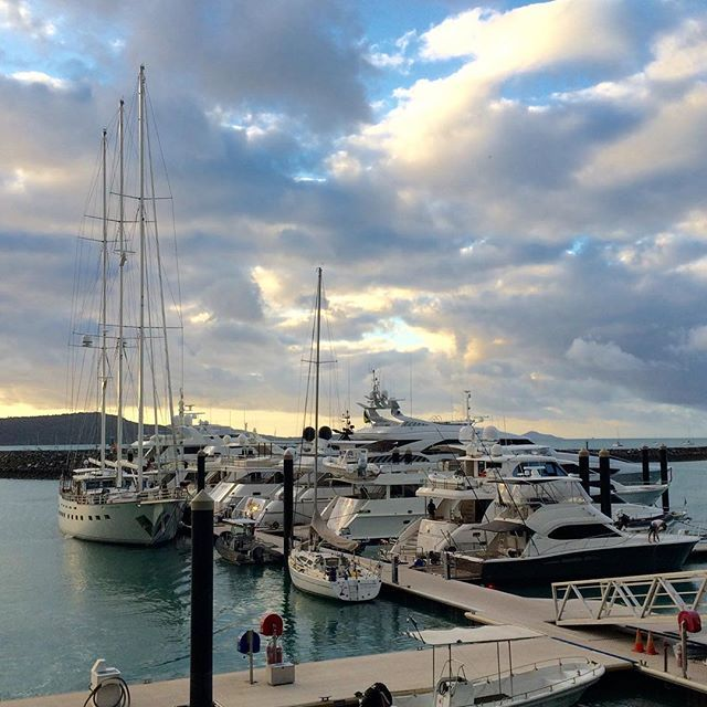 Our view from the balcony the other day when the clouds looked stunning! #marina #yachts #waterfront #venue #lurewhitsundays #abellpointmarina #clouds #stunningview #view #roomwithaview #office #toughjob #inspiring #whitsundays #lovewhitsundays #airliebeach #thisisqueensland #balcony
