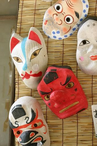 お面 (omén), the Japanese traditional masks.