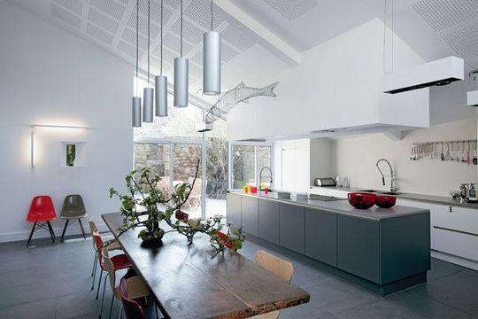 Une cuisine ouverte XXL avec îlot central - Ouvrir la cuisine sur la salle à manger : les 30 idées gagnantes - Plus de photos sur Côté Maison http://petitlien.fr/72cw