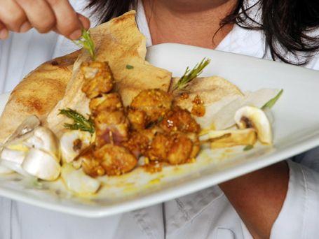 Σουβλάκια κοτόπουλου με κάρι - Συνταγές | γαστρονόμος