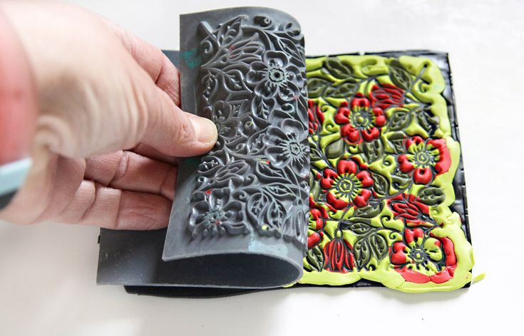 Join Anke in creating a bright and colorful statement bracelet. The floral pattern is a classic that you will be wearing with many of your outfits! Design by Anke Humpert CLAYS: 1 pack of Premo Black, ½ pack of Premo Wasabi, ½ pack of Premo Spanish Olive, ½ pack of Premo Cadmium Red Hue (these are