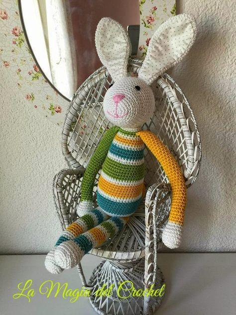El Conejo Alejo Amigurumi - Patrón Gratis en Español aquí: http://dghlamagiadelcrochet.blogspot.ch/2015/03/el-conejo-alejo.html