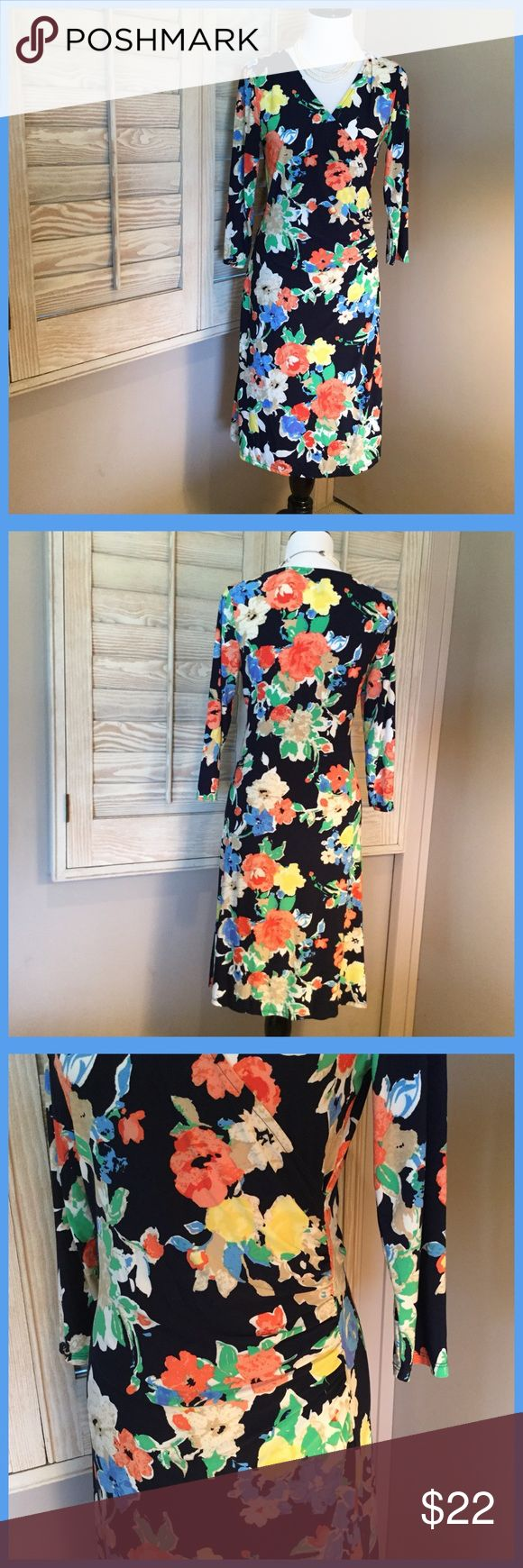 💐LAUREN BY RALPH LAURN DRESS💐 Lauren by Ralph Lauren like new only worn once in excellent condition with V neckline and tummy flattering gathers at the waistline. 40 inches from neckline to hem. Stretching fabric for comfy all say ware Lauren Ralph Lauren Dresses