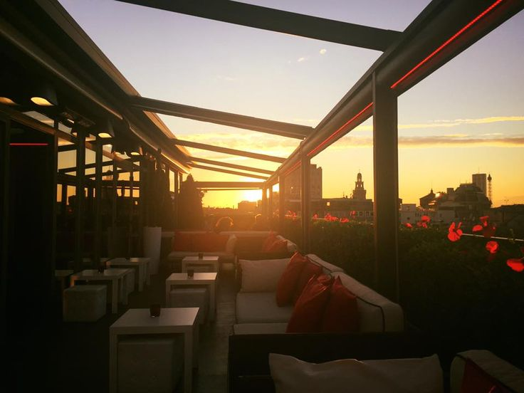 There is a special moment of the day that we love particularly: the sunset from Sky Terrace Bar Milano Scala!  For a few more days you can enjoy an aperitif with an amazing 360° view over the whole city!  #Milan #Italy #aperitif #sunset #skyterrace #green #bio #fingerfood