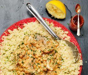 Marockansk kycklinggryta med couscous är en läcker och snabblagad rätt med mycket goda smaker från det marockanska köket. Vitlök, citron, sambal oelek och honung ger kycklinggrytan en underbar och tilltalande smak som även barn brukar gilla!