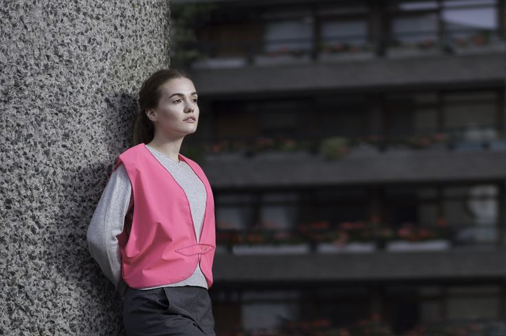 reflective pink hivis vest for safer outdoors activities such as cycling, running or scooting- be stylish and safer on the roads - the Henrichs way
