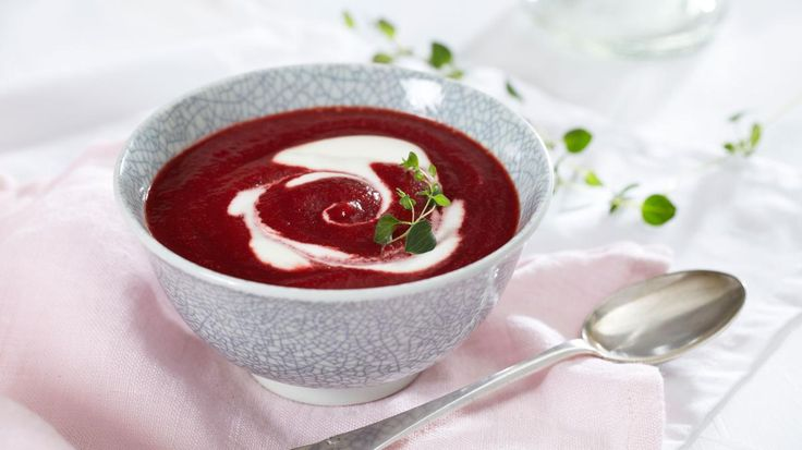 Oppskrift på Rødbetesuppe med matyoghurt