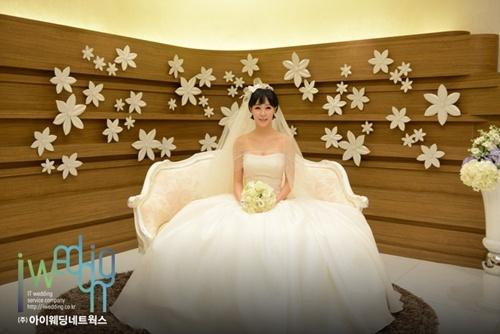 배우 채영인, 24일 저녁 경건한 분위기에서 결혼식 올려 - (주)아이웨딩네트웍스 - 플라자