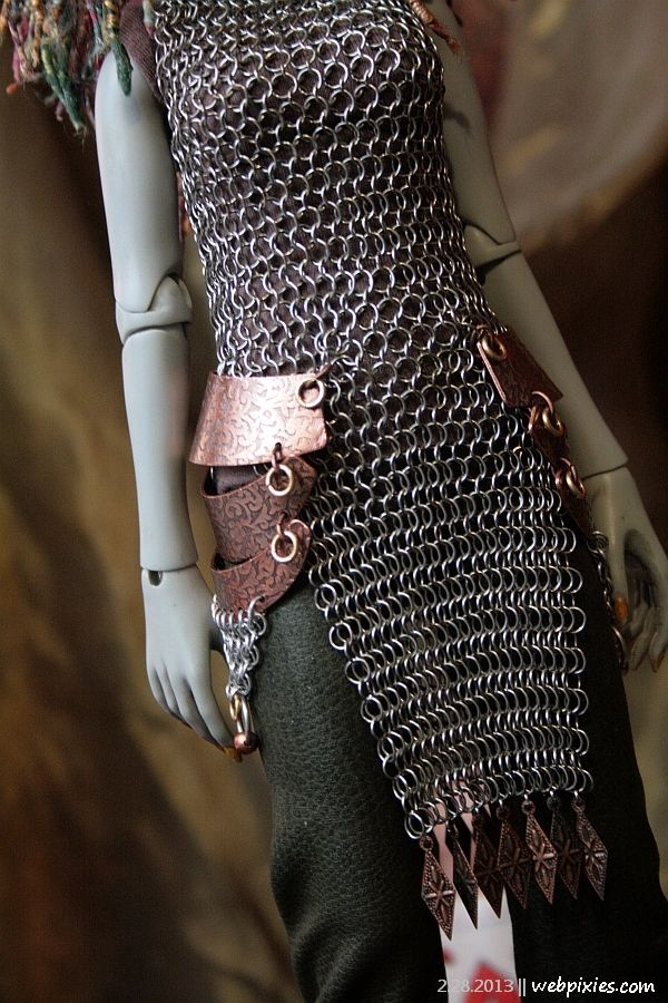 Over the right clothes, chain mail can be so sexy. You can make it yourself from pull tabs and jump rings or wire. Even some small ropes work with soda pull tabs.