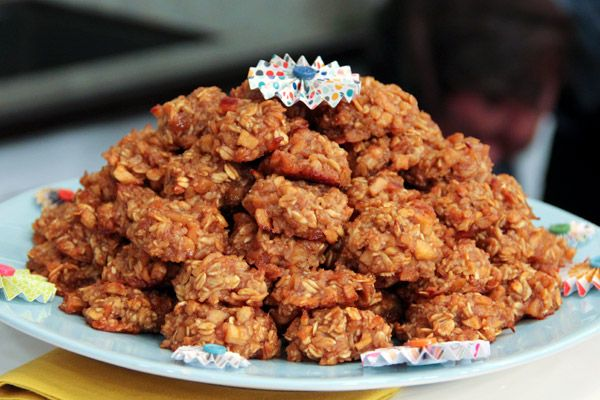 Apple-oatmeal anti-muffin tops recipe. http://www.cbc.ca/stevenandchris/2012/03/apple-oatmeal-anti-muffin-tops.html#