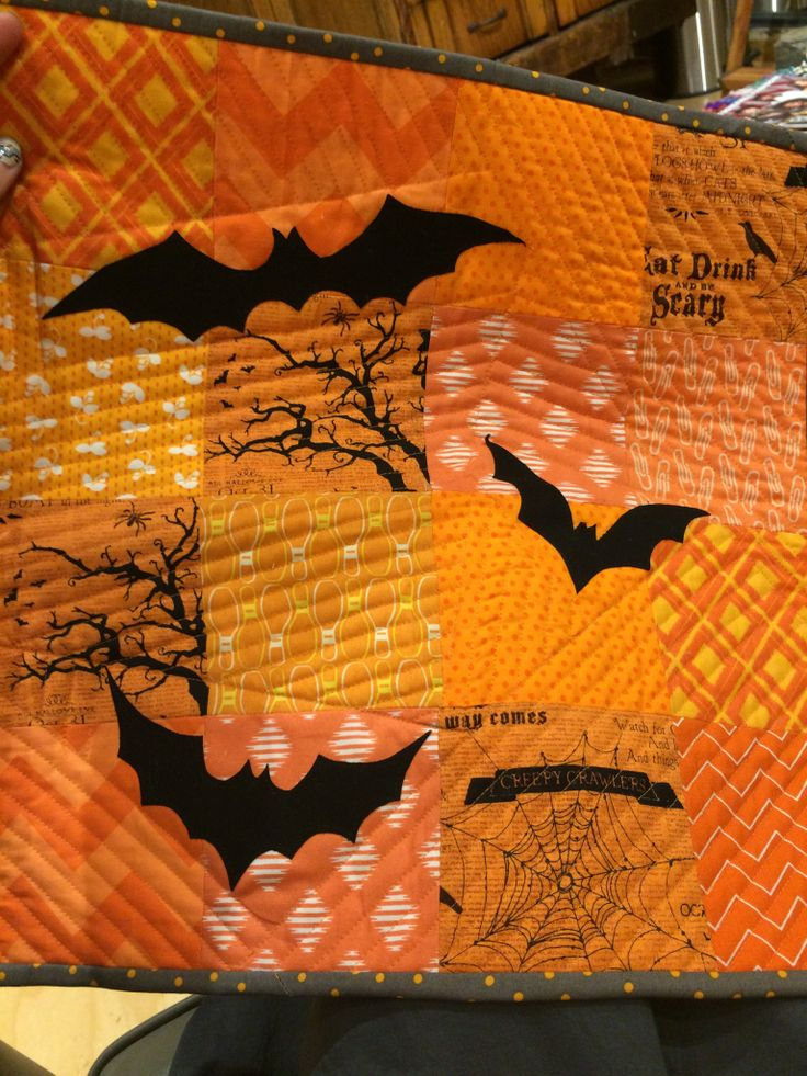 Halloween Mini quilt with bats by The Closet Quilter
