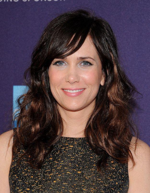 Kristen Wiig | 31 cortes de cabello de celebridades que podrían tentarte a cortarte el flequillo.
