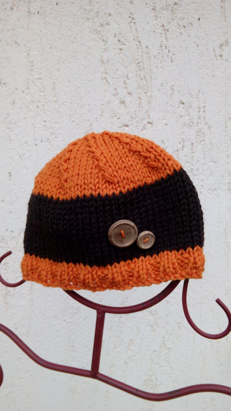Cappello a maglia con bottoni di legno fatti a mano, lana arancione e marrone calda e morbida di KnittinCafe su Etsy