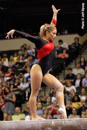 International Gymnast Magazine Online - Knee Still Holding Back Shawn Johnson