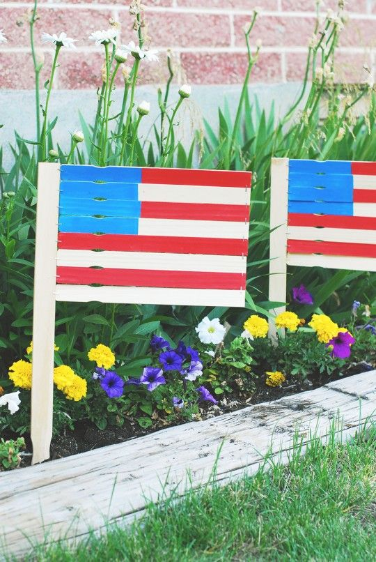 DIY \ 4th of July Paint Stick Garden Flags