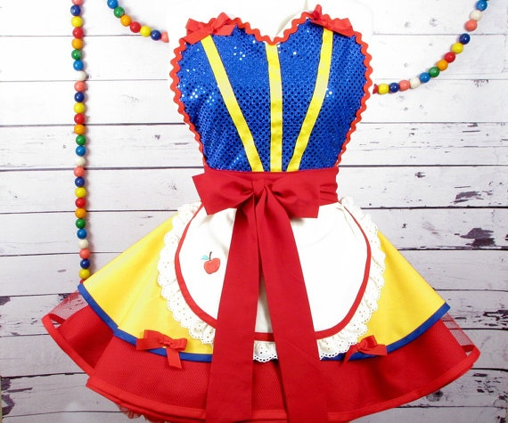 OMG it's snow white's apron!!!