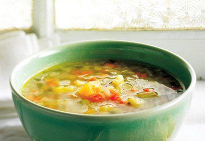 Recette de Mme Nicole Désy, mère de Valérie Paquin. <br /><br />  «L'odeur de cette soupe aux légumes me rappelle ces après-midi privilégiés passés auprès de ma mère, où je devais couper les légumes comme elle me l'enseignait. Je prenais mon rôle très a