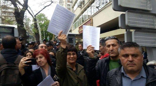 Ankara'da çeşitli kurumların yaptığı mühürsüz pusula ve zarfların iptali için YSK'ye başvuru çağrısı karşılık buldu.