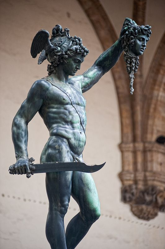 god of war perseus and clash Perseus, the son of the king of the gods zeus, is caught in a war between gods and mortals, in which his family are killed with nothing left to lose, perseus gathers a war band to help him conquer the kraken, medusa and hades, god of the underworld.