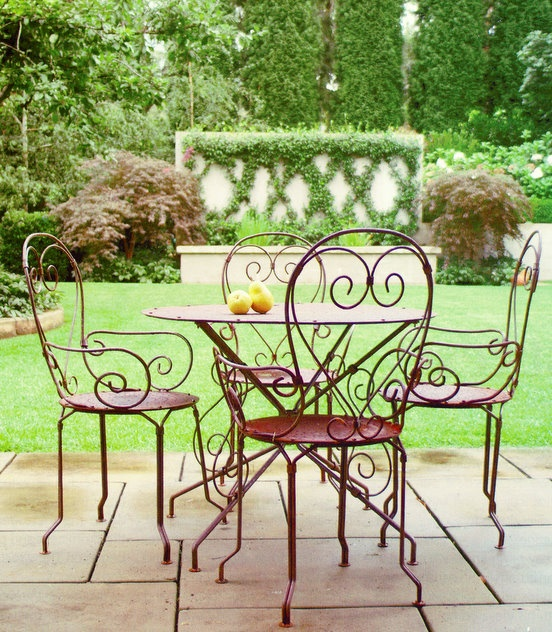 Love iron furniture and an outdoor setting. I want to be there, having tea, right now!
