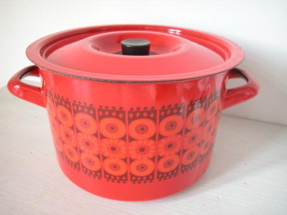 """FINEL """"DAISY"""" pot pan by Kaj Franck for Arabia Finland enamel"""