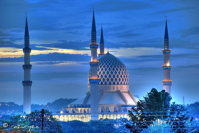 Masjid Sultan Salahuddin Abdul Aziz Shah  Sultan Salahuddin Abdul Aziz Shah mosque at dusk - Shah Alam, Selangor, Malaysia  -The 2nd biggest mosque in SouthEast Asia and 2nd tallest mosque minarets in the world