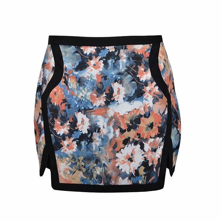 Skirt in floral print with double front vents.