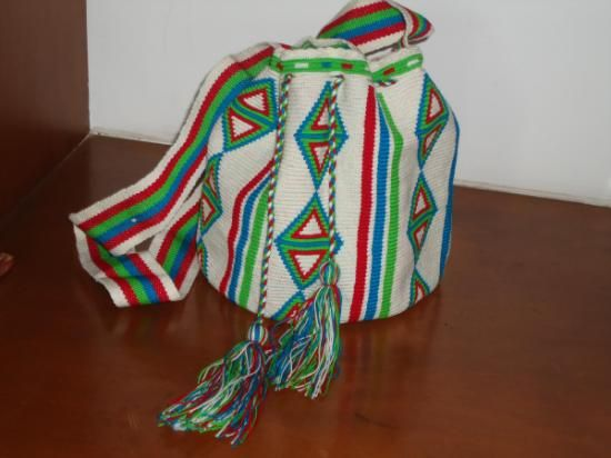 """Paleteado Strap  (Small Size)   Certification of the Original   QUALITY: handwoven in only one thread. We only sell pieces of art  Colors:  White, Green, Red, Blue We give a Wayuu Bracelet (M)  Medium Size  with every bag Size :7.2-7.6 """" x 9 """" aprox 18-20  cms aprox  x 22-24 cms aprox  Weight : 15 ounces aprox 450 grs aprox   Euros $35  US$41"""