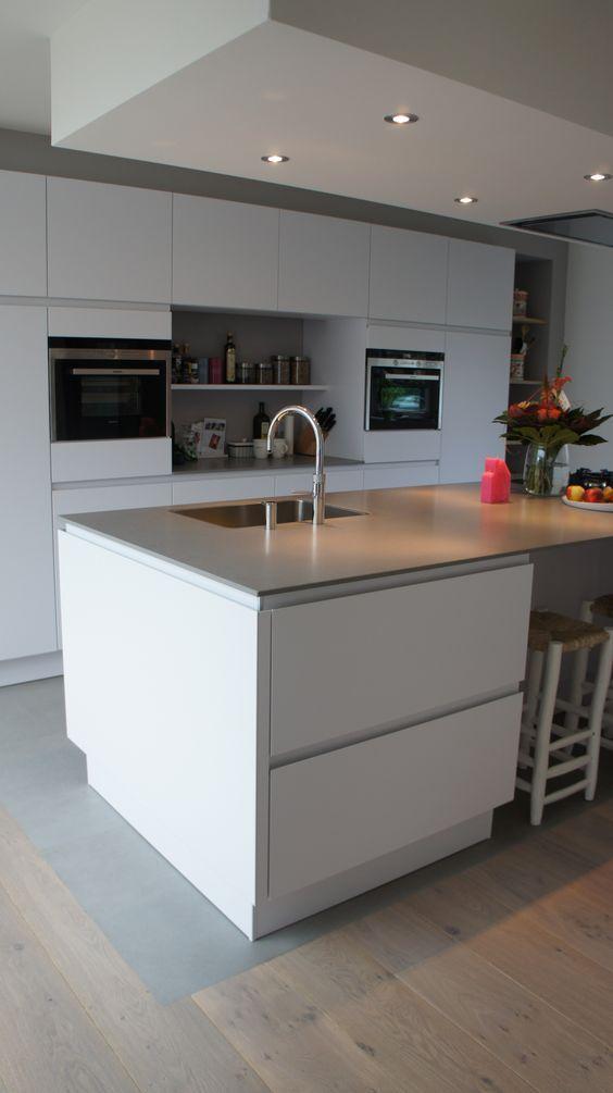 25 beste idee n over witte tegel keuken op pinterest keuken tegels en vierkante keuken - Keuken met cement tegels ...