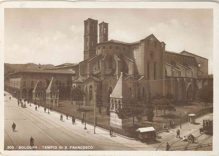 """Basilica di San Francesco (Piazza Malpighi). The two 13th century tombs of the """"glossatori bolognesi"""" situated next to the basilica, show the importance of the university for the city in those days. More information: http://www.wikiveler.com/europe/italy/emilia-romagna/bologna/attractions/basilica-di-san-francesco/"""