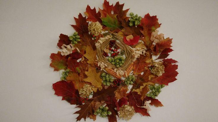 Tablou de toamnă cu flori și frunze