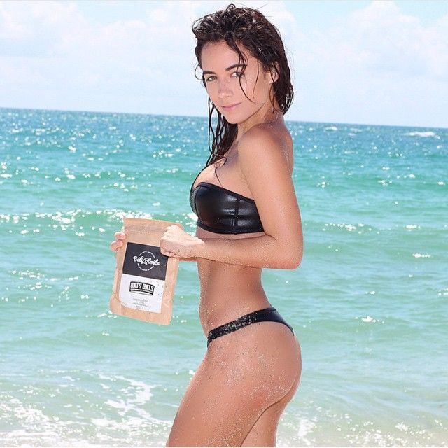 For smooth & silky skin like @jessicaaperezt  SCRUB your lumps & bumps away with BodyBlendz☕️ #doyouevenscrub