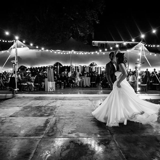 {Autumn wedding} First danse 🎶! When rain stopped right before dinner started, we knew the first dance would have something special! Congrats to talented @danpetrovic for capturing the movements, the lights, and the love in this photo! #cycyalino @cycy1906 you rock! 😘 #firstdance   Phot by @danpetrovic   Dance floor, lights and tent by @be_lounge   Music by @marcglobalson   Planned by @muriel_saldalamacchia_planner