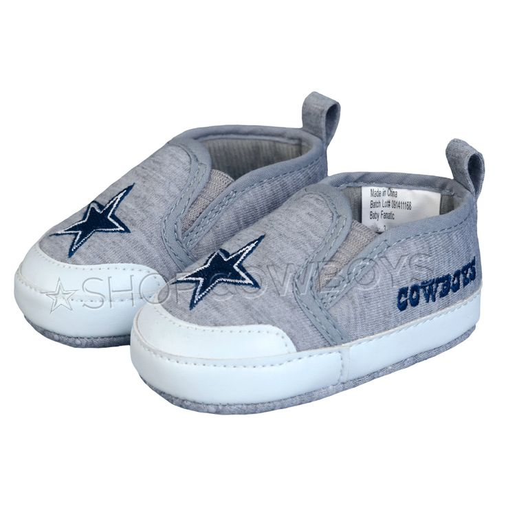 Dallas Cowboys Baby Pre-Walk Shoes. I wish I had a baby to buy these for! lol.