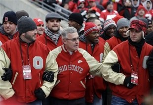Coach Jim Tressel gathers with members of his '02 national championship team on Saturday to a THUNDEROUS OVATION FROM THE FANS!!!!!