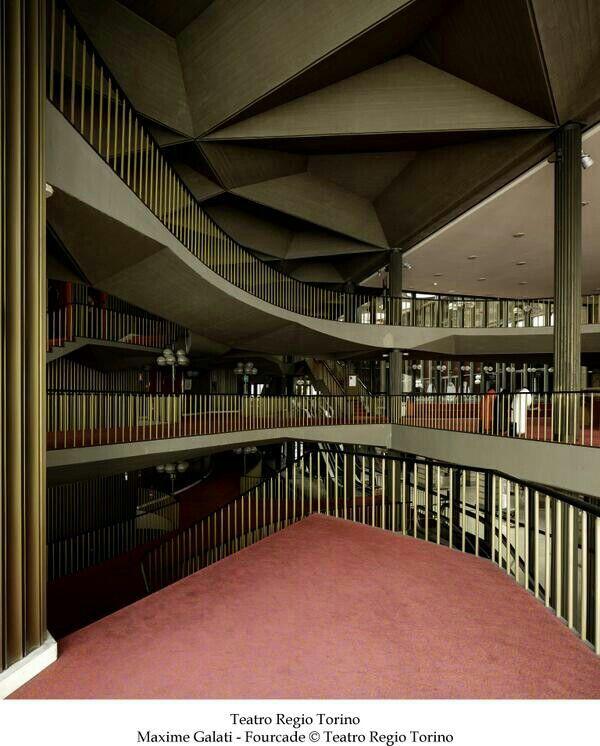 Scorcio del foyer del Teatro Regio di Torino