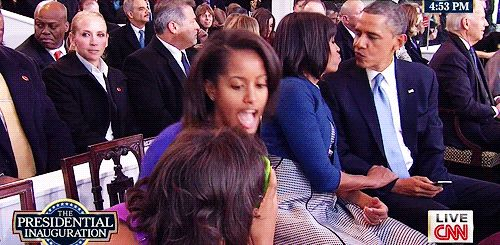 Look at moochelle's nasty face......
