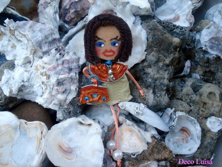 Broche muñeca, broche nespresso, broche Georgina, broche fieltro, broche naranja,  muñeca castaña de DecoLuisaCreaciones en Etsy